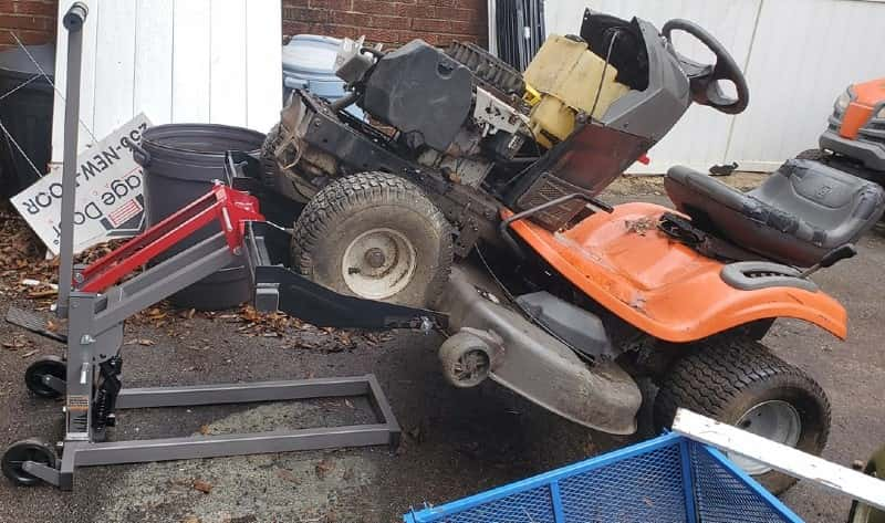 How to Lift Riding Mower to Change Blades