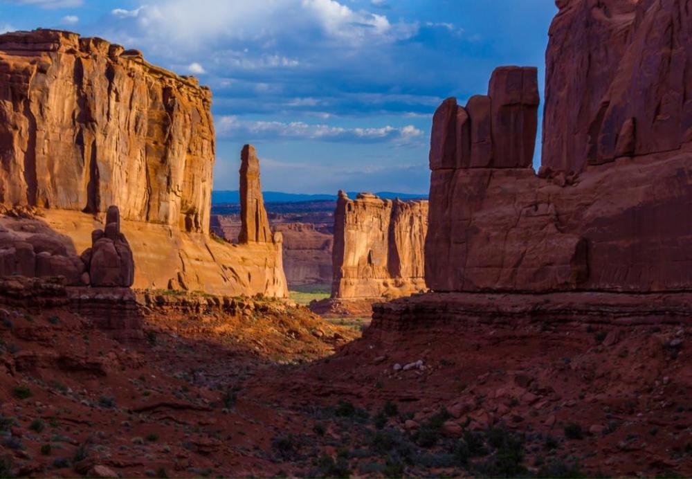 Park Avenue, in Arches National Park. Photo by Richard Briggs. Tweeted by the US Department of the Interior, 8/18/14.