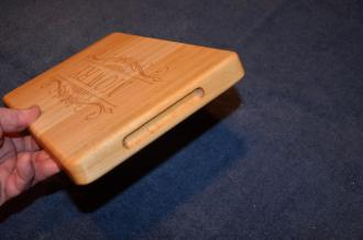 These 2-sided boards have finger hold slots routed on the ends, but do not feature rubber feet, as both sides of these boards are intended for use ... the engraved side for display, and the opposite side for cutting.