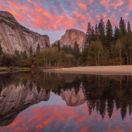 Half Dome at Yosemite National Park looks extra pretty in pink. Sunset pic by Tiffany Nguyen. Tweeted by the US Department of the Interior, 11/20/15.