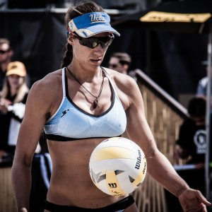 UC Davis head beach coach Allison McColloch competing in Manhattan Beach AVP