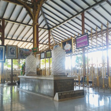 Kartini's grave inside the special area (divided by a golden gate). This special area consists of the graves of Kartini's parents and hers.