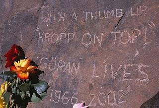 Göran Kropp Memorial carving Air Guitar