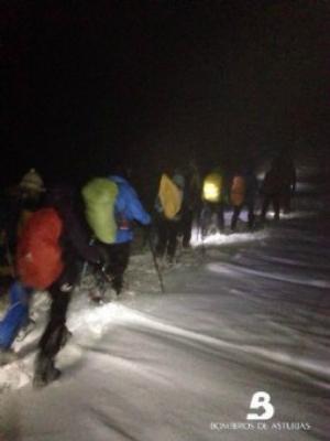 El rescate de ayer, en curso. Foto: Bomberos de Asturias