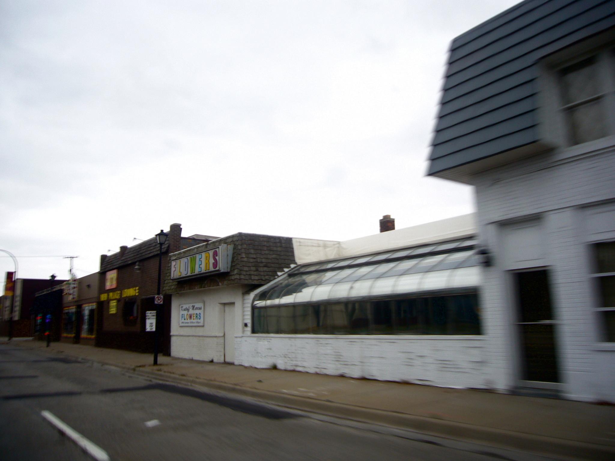 ..пустые улицы, заброшенные дома, уничтоженные бизнесы