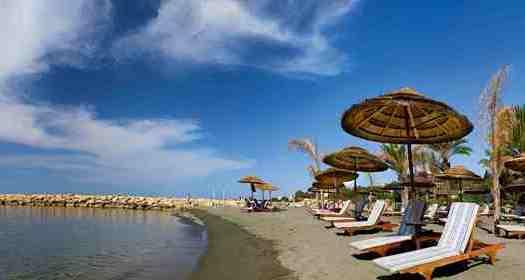 отели с собственным пляжем в Лимассоле