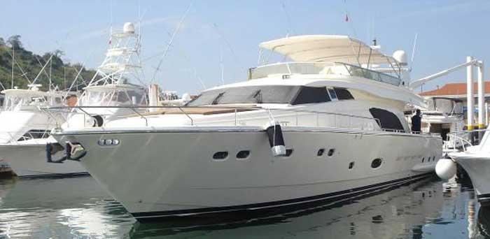 Аренда люкс яхты на Кипре Ferretti 810