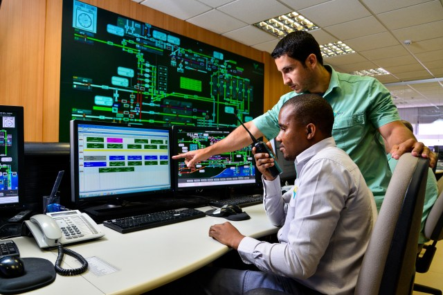 Young Mozambican professional, Atumane Age, in training in the Operational Control Centre of Vale port in Vitória, Espirito Santo, Brazil