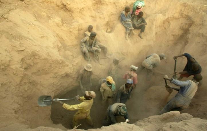 Image: Zimbabwe's illegal diamonds miners, screenshot from VOAvideo.