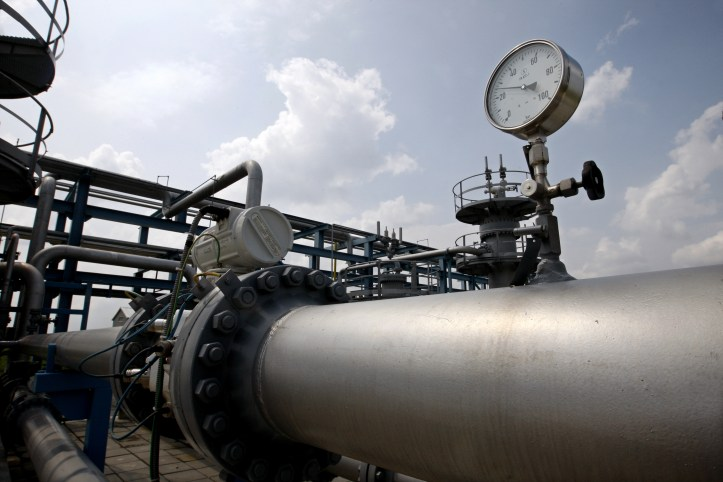 gas-pipeline-and-gauge