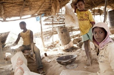 Children work at the gold processing site in Bagega, Nigeria, in 2012 (Courtesy of Olga Overbeek - MSF)