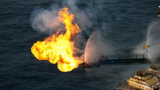 Nigeria - Gas-flaring-offshore-splash-