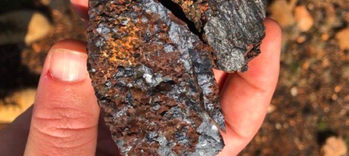Vanadium samples - mozambiqueminingpost-604x270