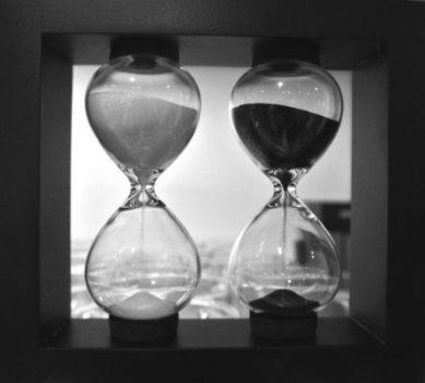 Hlavolam Dvoje přesýpací hodiny