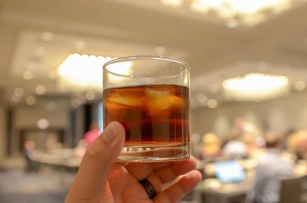 Hlavolam Co se stalo - Sklenka whiskey