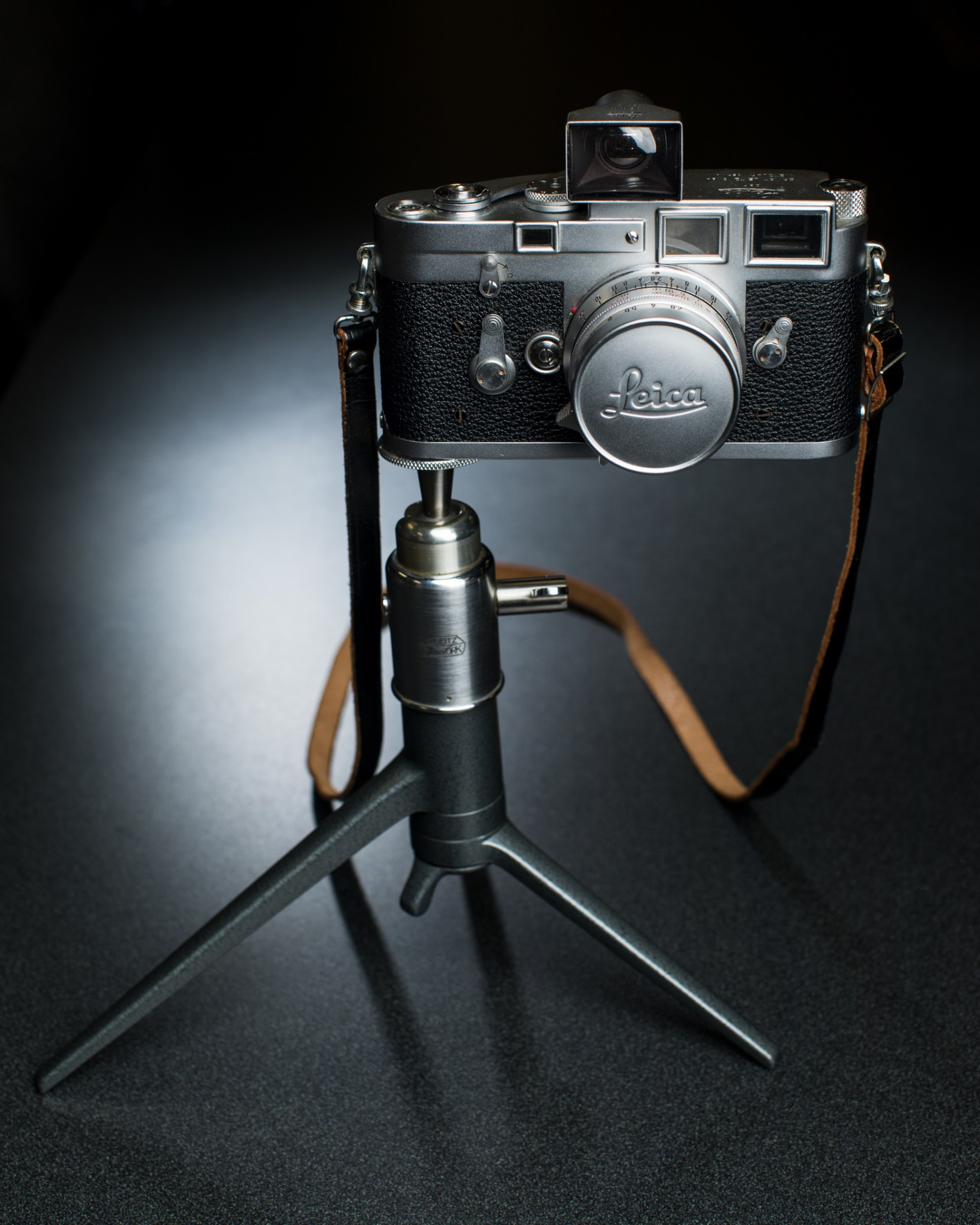 leica-with-tripod-1