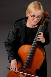 Lucia Magney, Cello