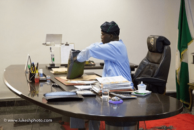 Fashola-last-day-in-office1 Outgoing Lagos State Governor, Fashola spends Last Day in Office | Photos
