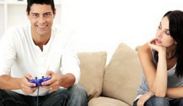 Man-ignores-girl-over-video-games Man Drugged GF so He Could Continue with His Video Game