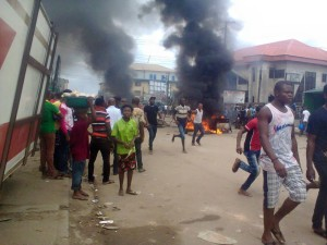 aba-riot Traders in Aba Burn Police Station as NDLEA Shoots Innocent Boy Dead