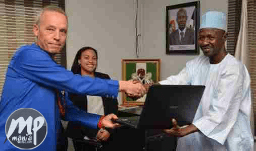 wp-1469901621064-1 EFCC get laptops donation from US govt (Photo)
