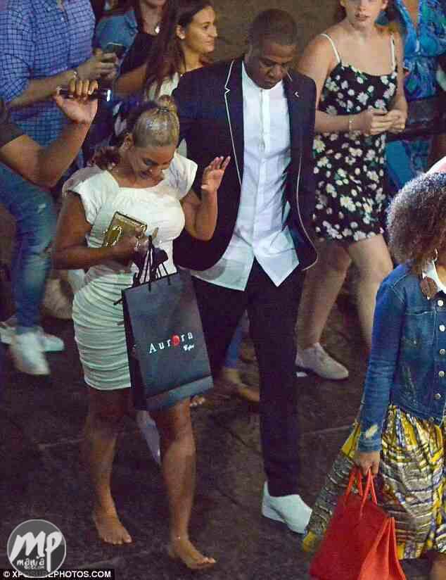wp-1471000268627-1 Beyonce walks barefooted after a family dinner date with Jay Z in Italy (Photo)