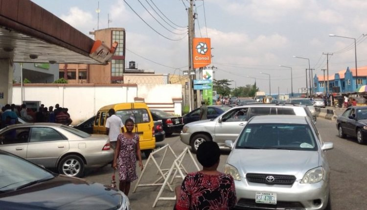Cars queue at Con oil filling station, College road, Ogba