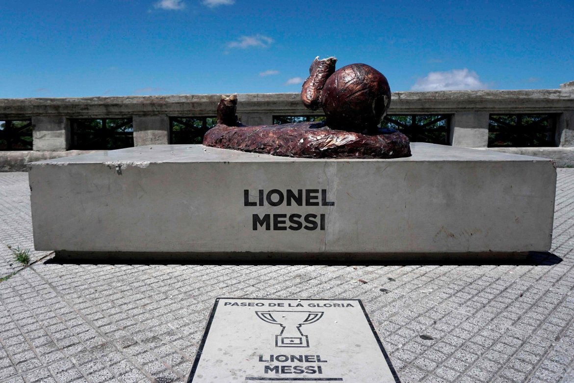 Vandals destroy Lionel Messi's Statue for the Second time in one year