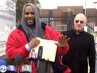 R Kelly released from Jail after paying Child Support (Photos)