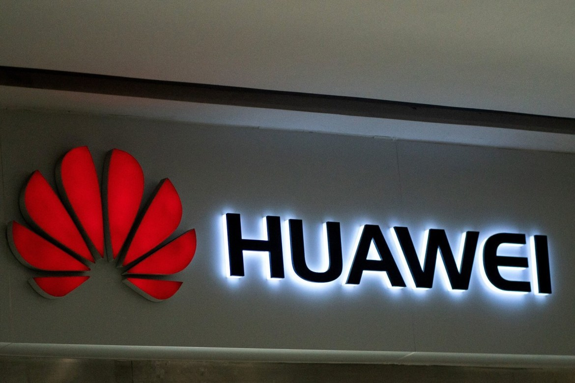 Huawei banned from using SD/microSD cards in future devices