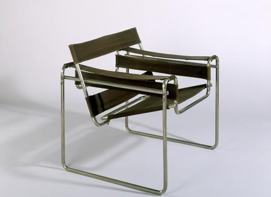 Esta silla, que tengo en mi casa, faltaría más.