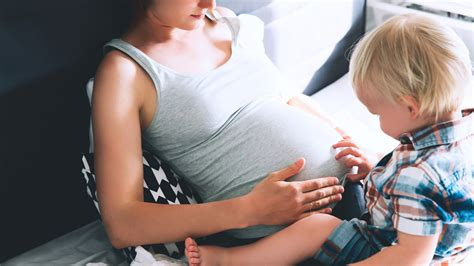 UK: Nach Covid-Impfungen steigen die Fehlgeburten weiter an