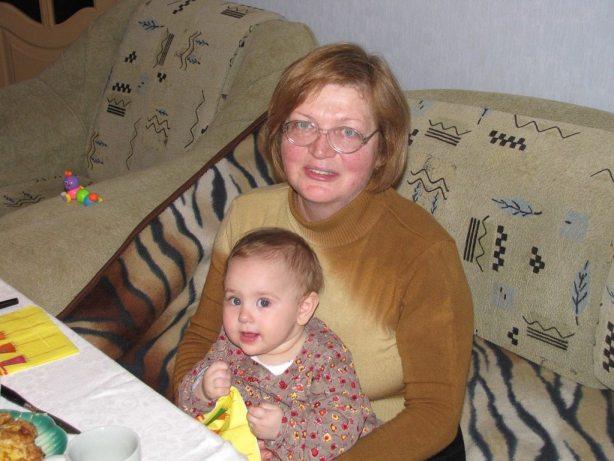 Антоніна Дворянець з найменшою внучкою