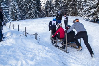 Getting on the sledge quickly is essential, too. Some teams therefore started seated with only their last man pushing.
