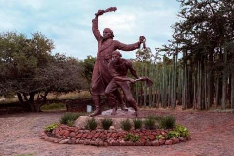 Monumento a los insurgentes en Puente de Calderón, Zapotlanejo, Jal.