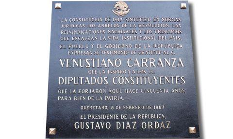 Placa conmemorativa en el Teatro de la República de la ciudad de Querétaro.
