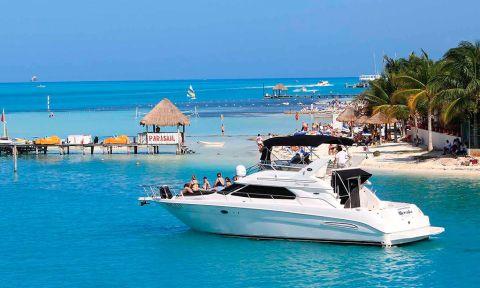 Turismo marítimo de aventura en Cancún.
