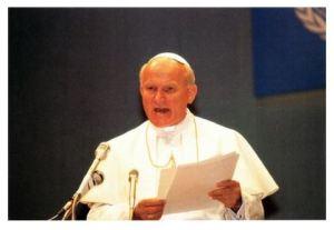講演する教皇