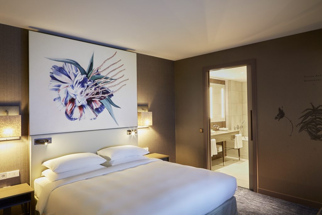 Hyatt-Regency-Amsterdam-Regency-Suite-Bedroom
