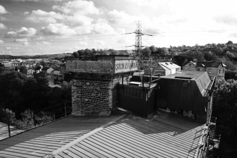 Rokt roof black and white 2