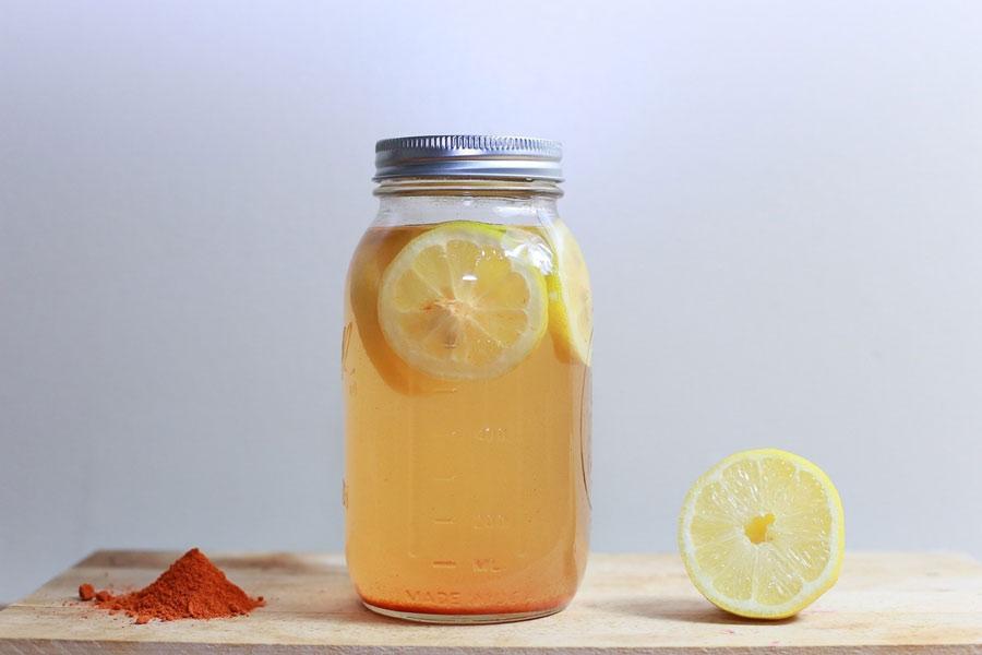 Eau citronnée : 8 bienfaits et 1 danger