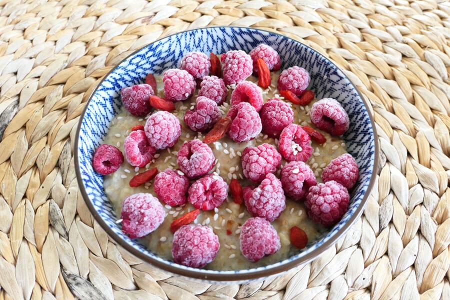 recette-porridge-lait-vegetal-banane-framboise