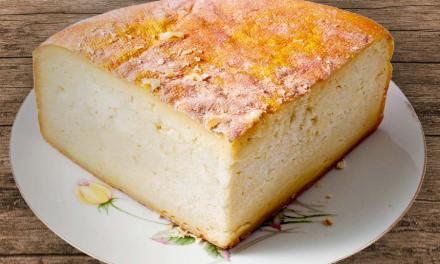 Taches jaune fluo sur le fromage : bon ou dangereux ?