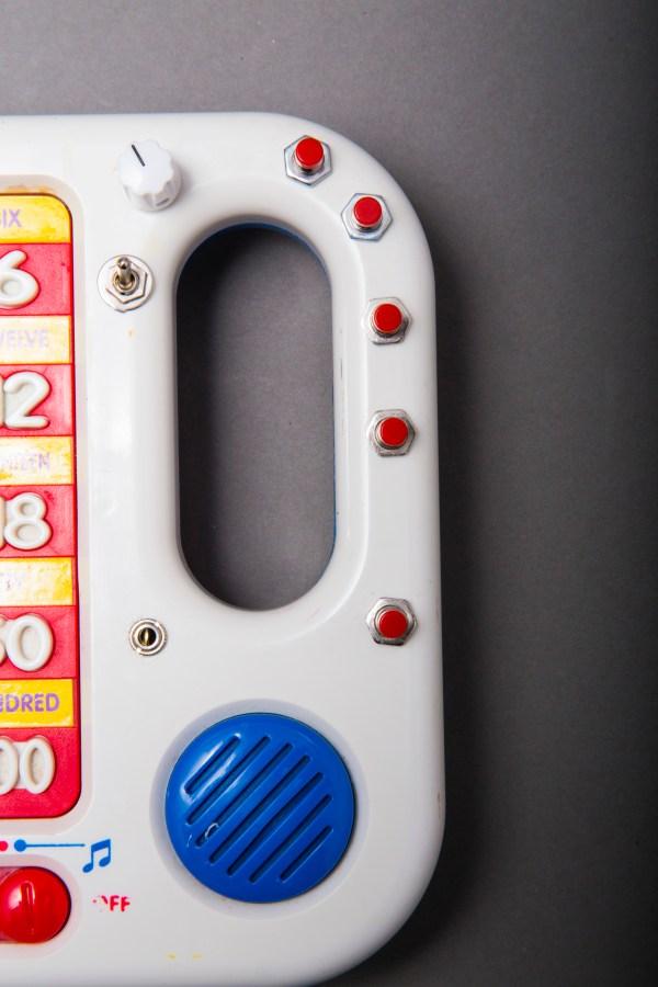 Talk 'N Learn Glitch Box detail