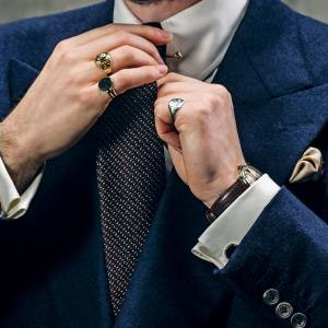 Signet ring an essential and timeless accessory for the Which finger to wear ring for single