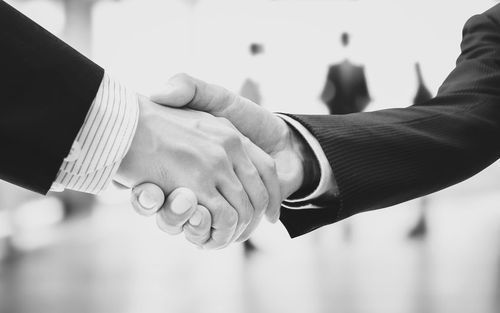 how to give a firm and proper handshake
