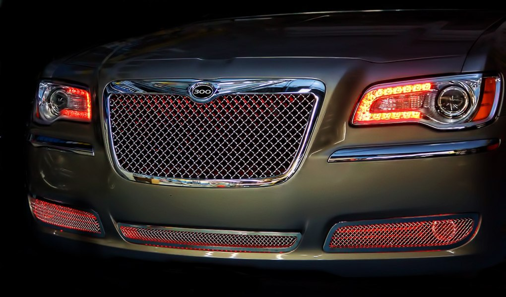 Red Chrysler 300 Oracle Grille Lighting Halos