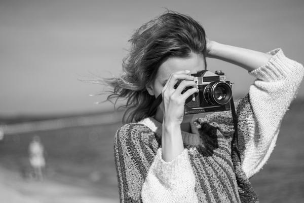 Leica CL Review & photos - girl with film camera