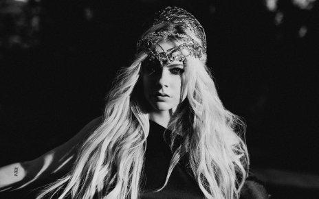 Avril Lavigne - Dumb Blonde ft. Nicki Minaj 中文歌詞翻譯介紹