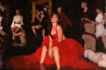 今天 Camila Cabello 釋出了將於 12 月 6 日正式發行的全新專輯 Romance 中的新歌 Living Proof,Camila 自己在 Twitter 上說到這首歌是她的最愛,也是整張專輯中她創作出的第一首歌!版主個人在一開始聽的時候,覺得這首歌有點過甜,Camila 聲音聽起來也有點緊繃,不過循環了幾次後,又突然覺得這首歌其實蠻好聽的XD
